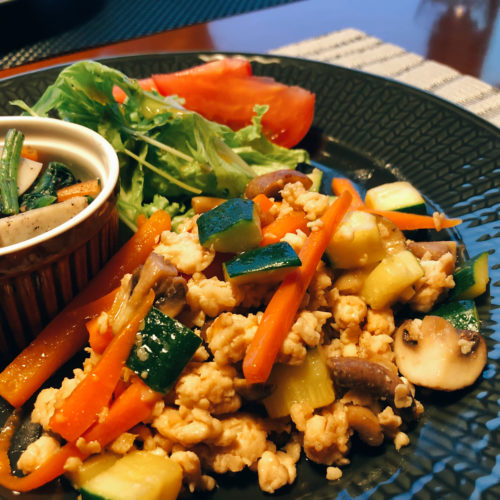 鶏ひき肉とズッキーニの炒め物