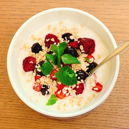 【朝食】ベリーとミントのオーバーナイトオーツ